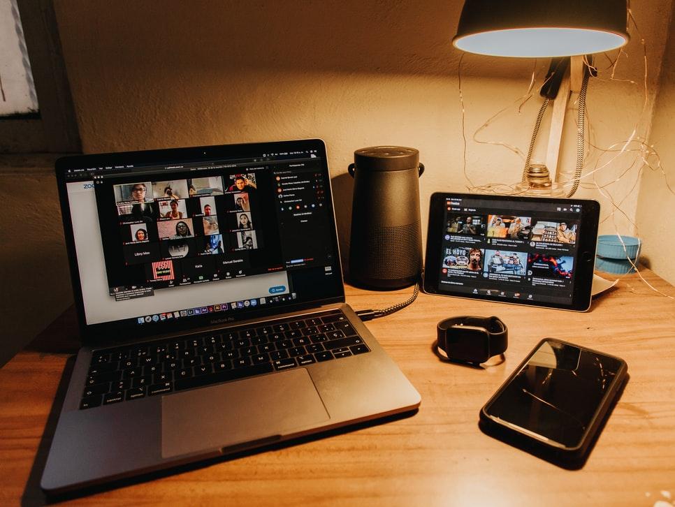 5 Tips Aman Menggunakan Webcam saat video call