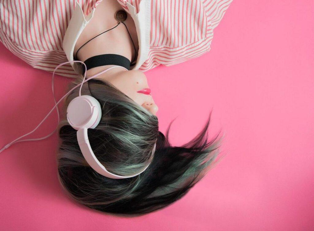 Headphone Kabel vs Nirkabel Mana yang Lebih Baik